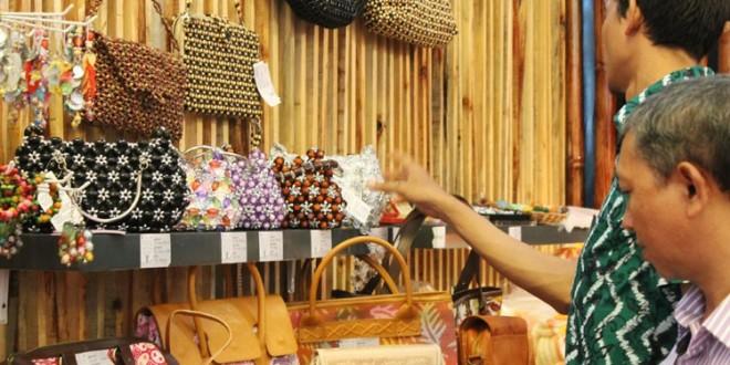 kerajinan tangan Indonesia, foto: Wikipedia