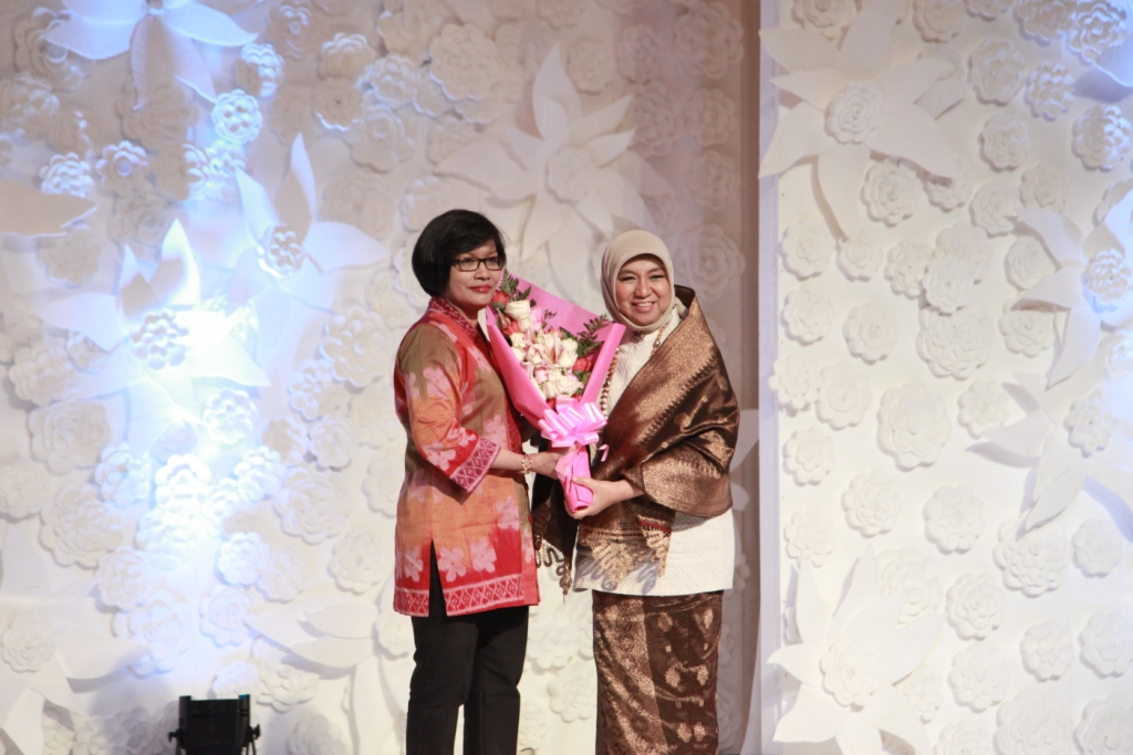 Foto: (kanan) Nurhayati Subakat/Dok: Wikipedia