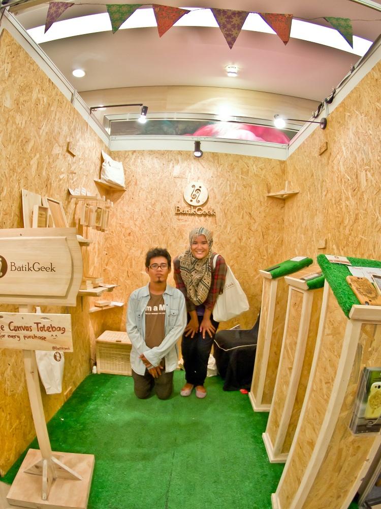 Foto: Afrizal dan Nurlita pencetus usaha Batik Geek/Dokumen pribadi Afrizal Rahadian Sodiq