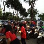 Buka Puasa, Indotrading Surabaya Bagikan Takjil