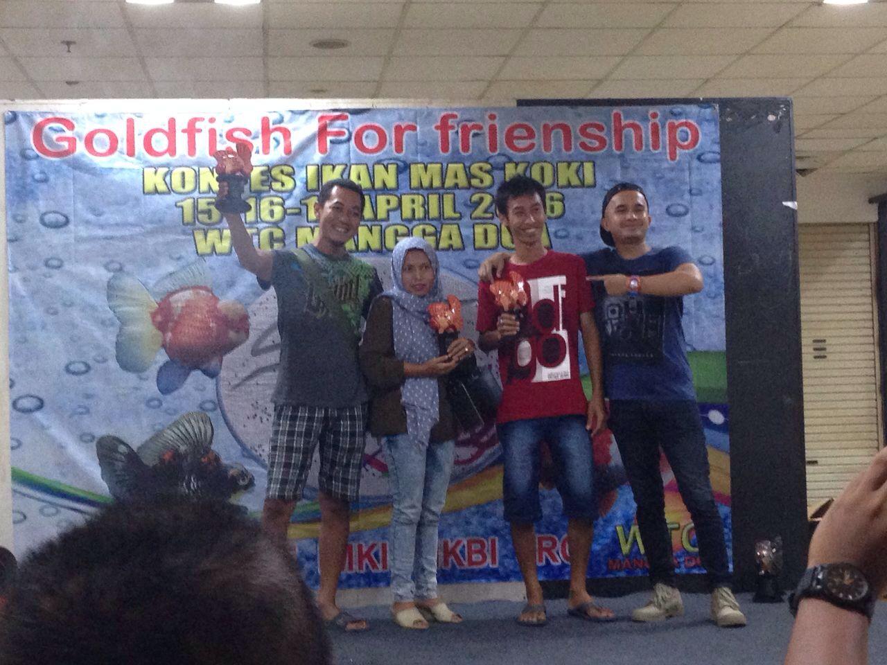 Foto: Pemilik Reza Goldfish, Reza Stefanus (pertama dari kiri)/Dok: Pribadi
