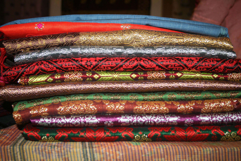 Foto: Tumpukan kain songket Cik Mia/Dok: indotrading.com