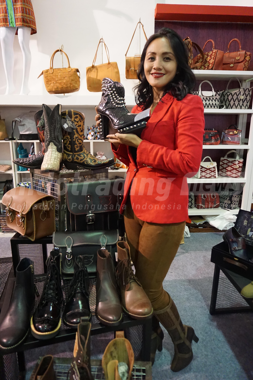 Foto: Pemilik usaha Tegep Boots, Etnawati Melani/Dok: indotrading.com