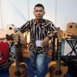 Gitar Batik Buatan Guruh: Dipakai Gitaris Terkenal Sampai 'Terbang' ke 5 Negara