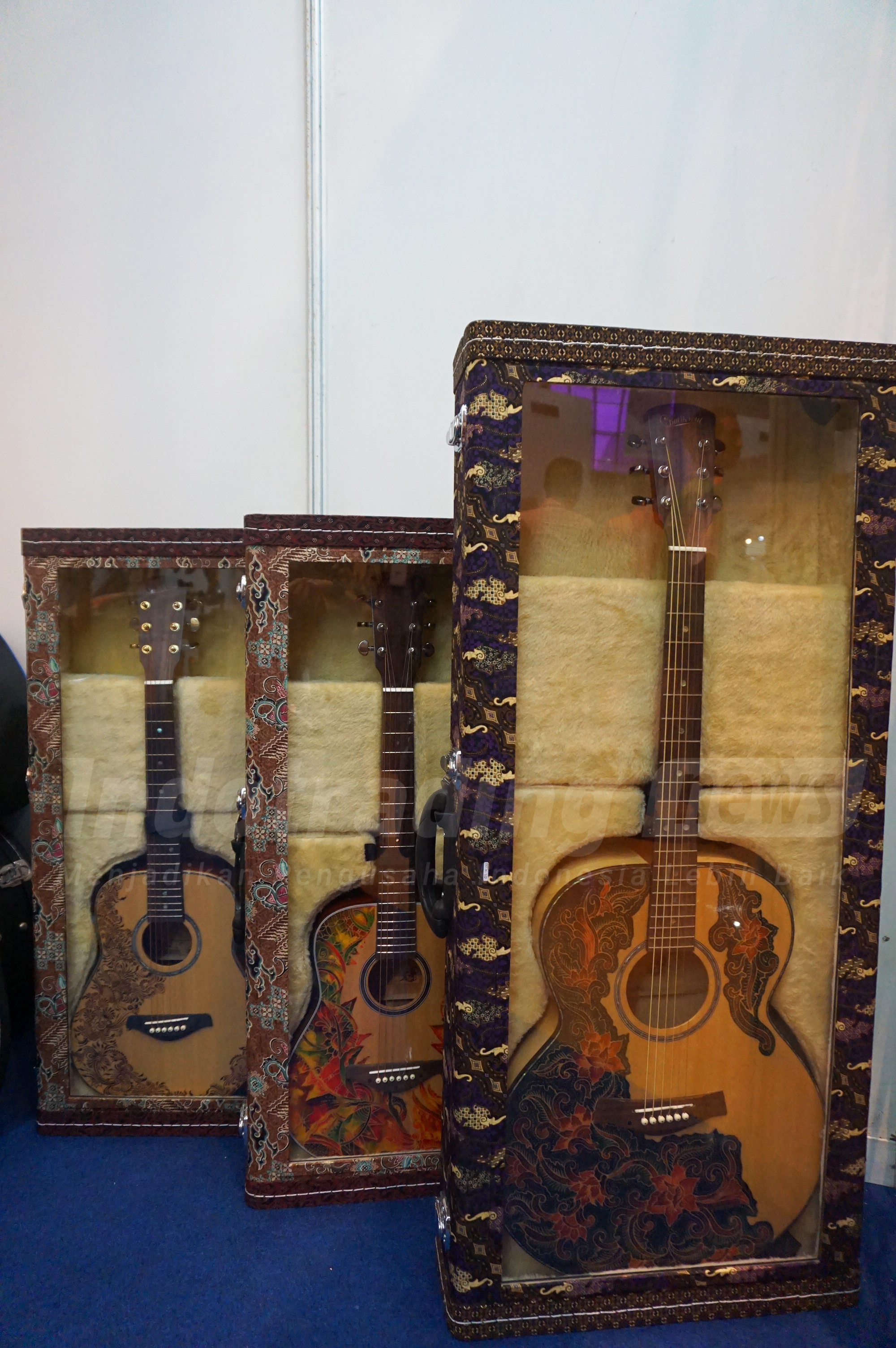 Foto: Gitar dengan aksen Batik buatan Guruh Sapdo Nugroho/Dok: indotrading.com
