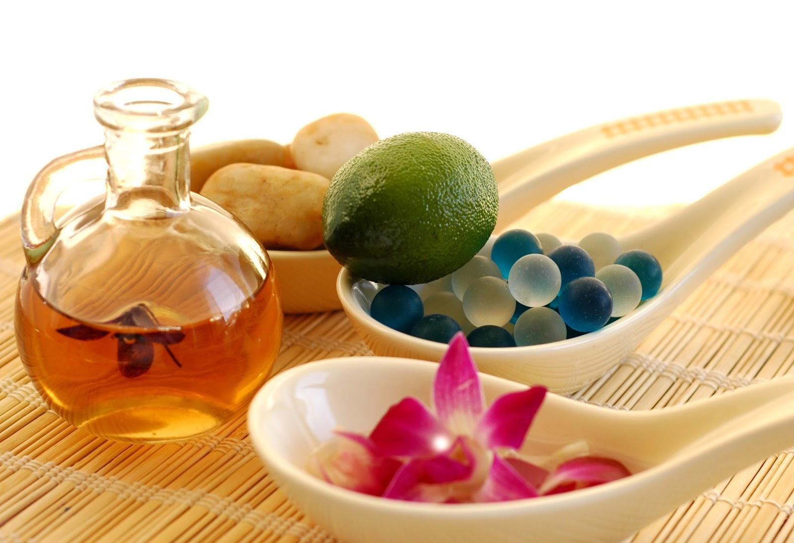 Minyak atsiri bisa digunakan untuk aromatheraphy. Foto: wikipedia