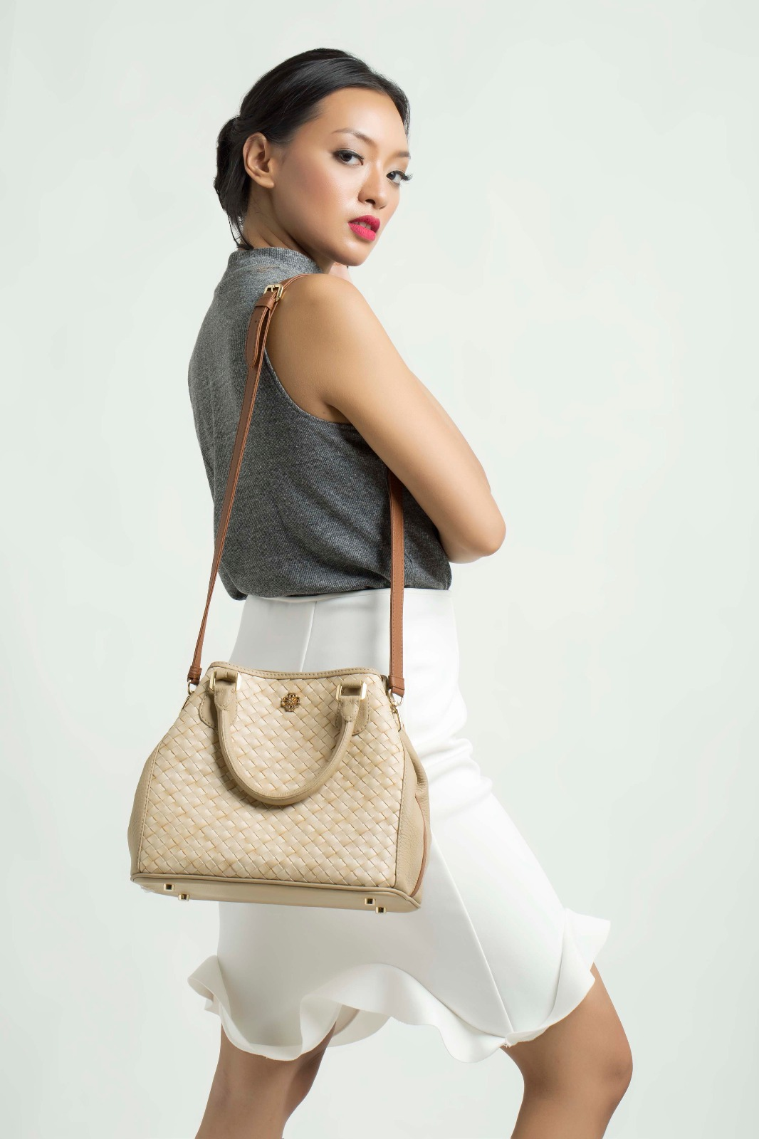 Foto: Model sedang memperagakan tas Chameo Couture/Dok: indotrading.com