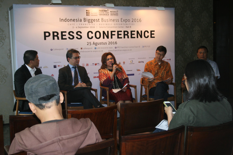 Foto: Pemberian penjelasan mengenai 3 pameran di JCC Senayan/Dok: indotrading.com