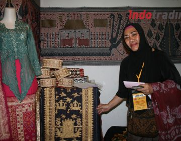 Foto: Yanti Farida, pemilik usaha Yanti Art & Craft/Dok: indotrading.com