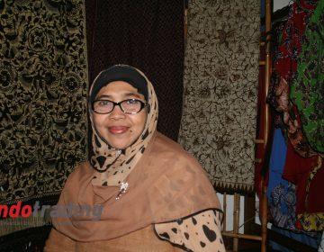Foto: Pemilik usaha kain Gedog Siti Fatimah Nasih/Dok: indotrading.com