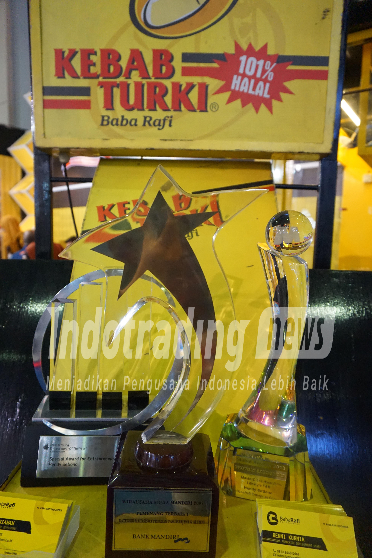 Foto: Berbagai macam penghargaan kepada Kebab Turki Baba Rafi Dok/indotrading.com