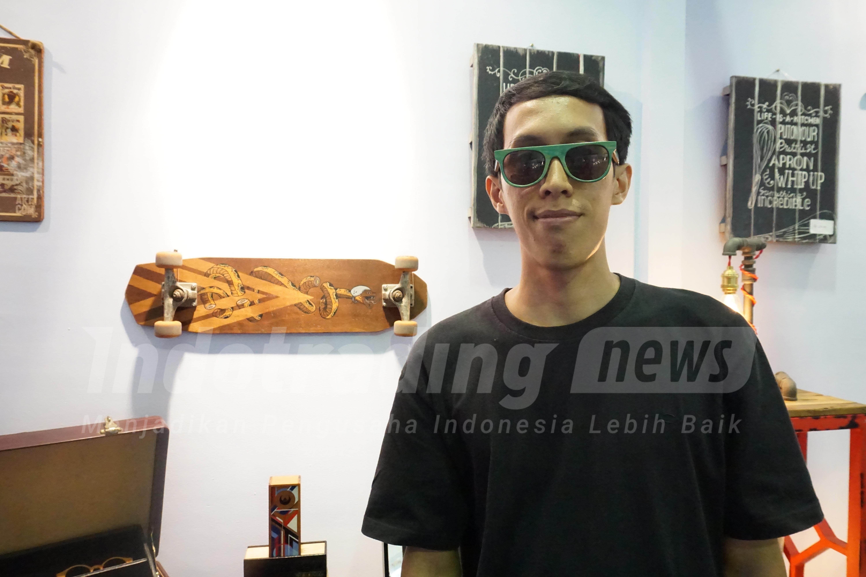 3 Pemuda Ini Raup Untung Jual Kacamata Dari Papan Skateboard Bekas ... 002076c005