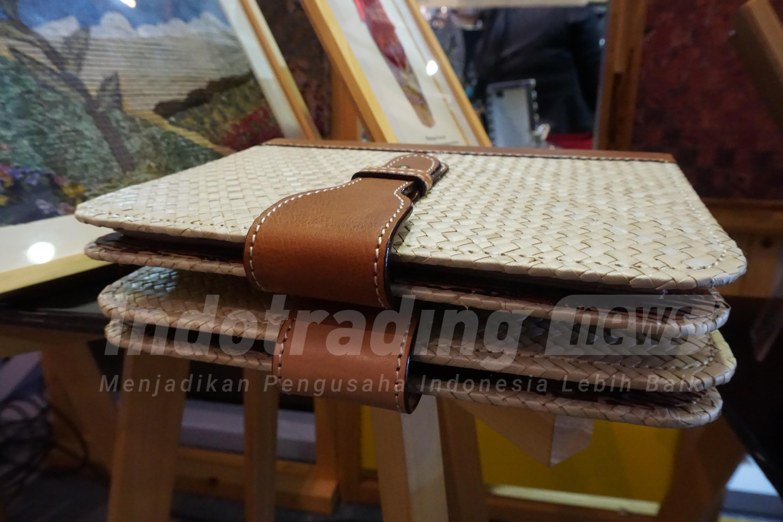 Foto: Frame Book bermotif kolase batik karya Fatch Craft/Dok: indotrading.com