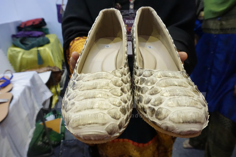 Foto: Sepatu kulit ular Dania Handycraft karya Yeni Setiowati/Dok: indotrading.com