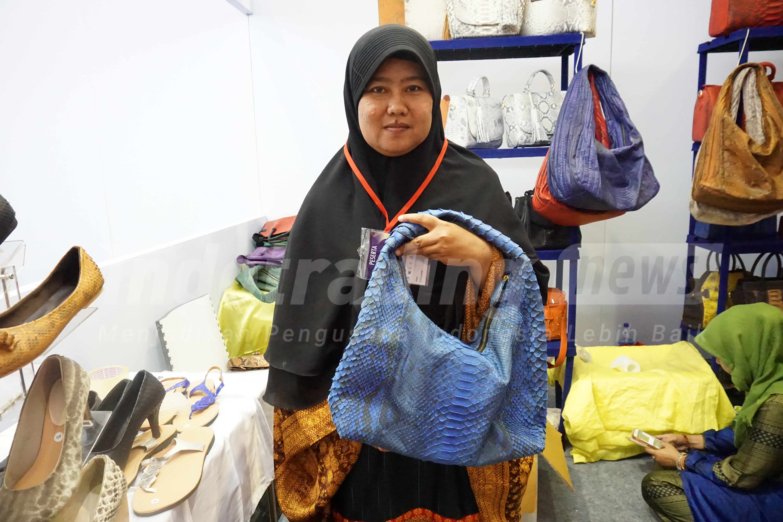 Foto: Pemilik brand Dania Handycraft karya Yeni Setiowati/Dok: indotrading.com.