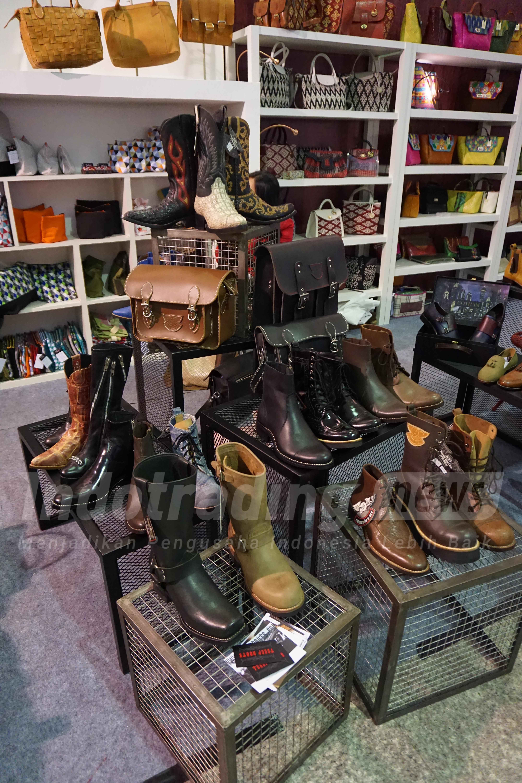 Foto: Berbagai desain sepatu merek Tegep Boots karya Etnawati Melani/Dok: indotrading.com
