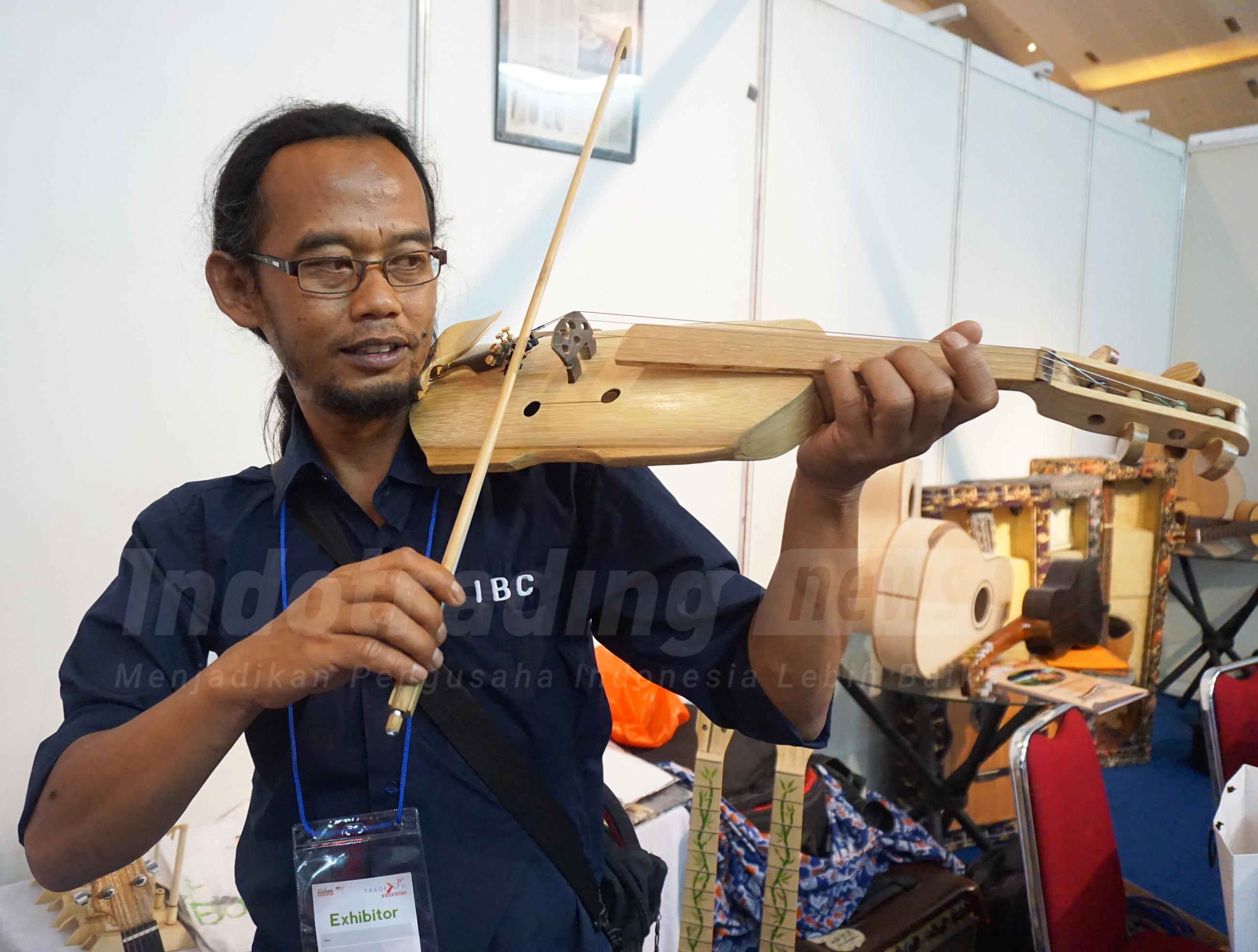 Foto: Pemilik usaha Indonesian Bamboo Community (IBC), Adang Muhidin/Dok: indotrading.com