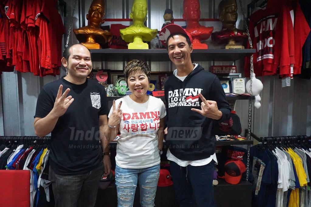 Foto: Daniel Mananta, CEO Damn! I Love Indonesia bersama Win Satrya dan Martina Halim/ Dok: indotrading.com